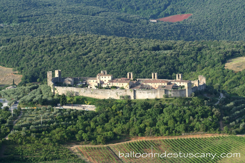 ballooning-near-monteriggioni