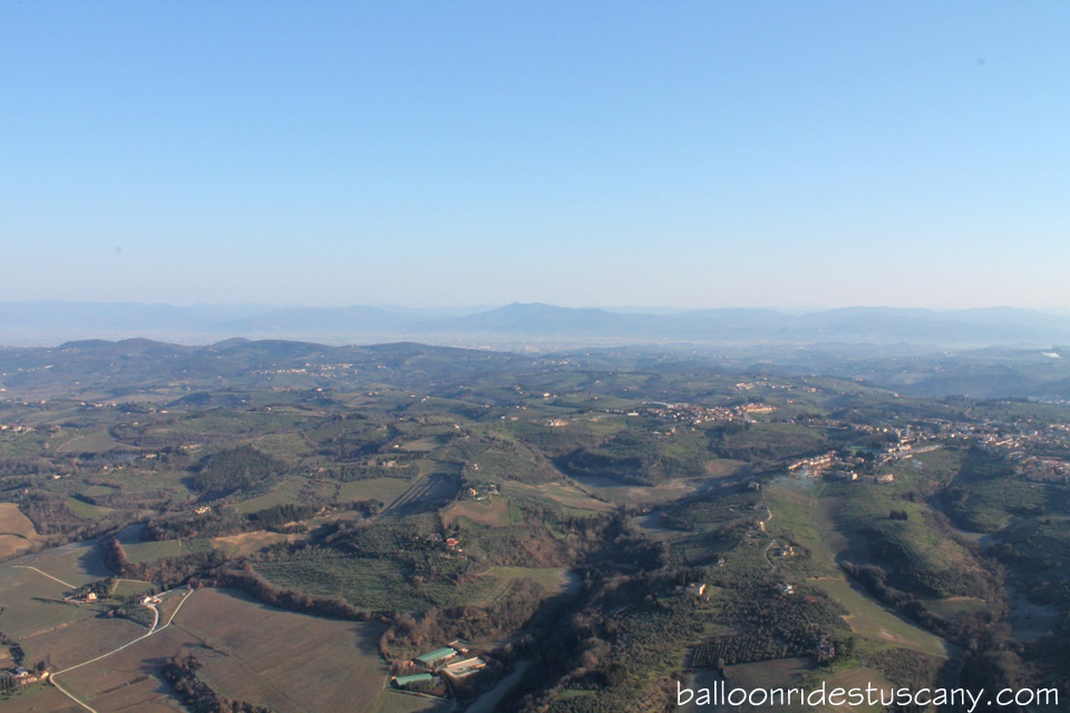 early-spring-balloon-ride-tuscany