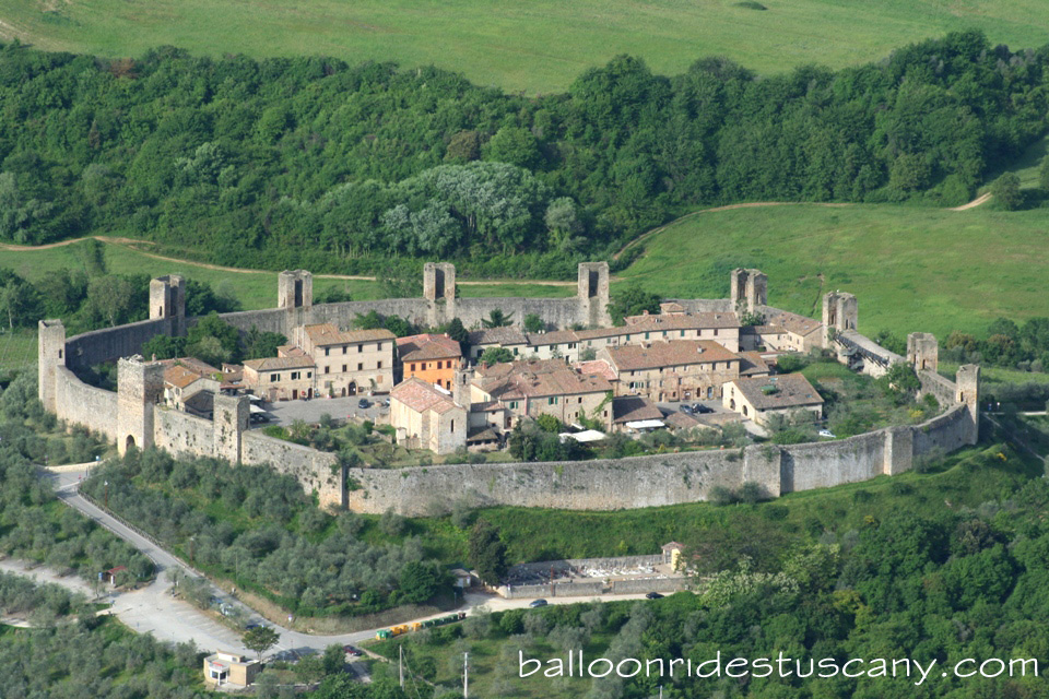 monteriggioni_from_hotair_balloon