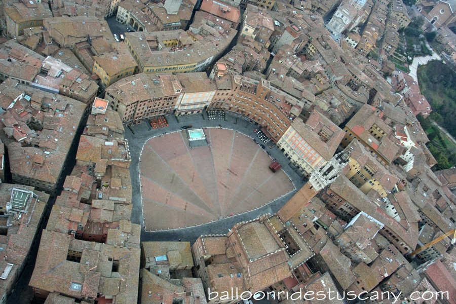 La piazza del Campo from hotair balloon
