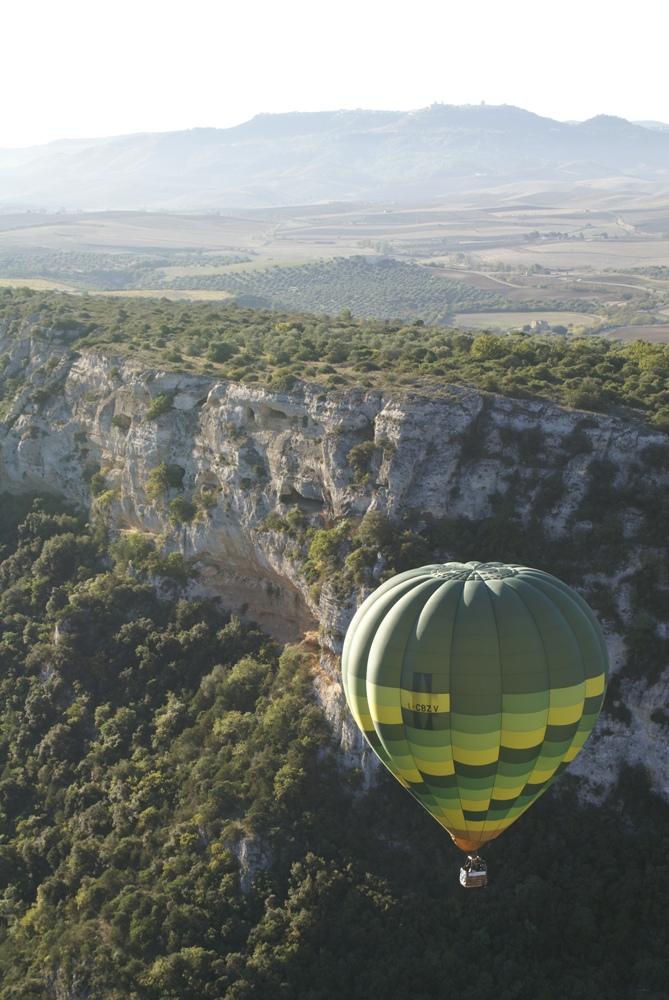 hotair balloon dive into the Gravina