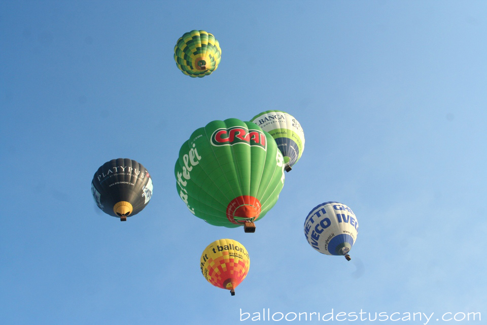 baloon team in flight