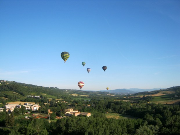 Balloon Team in flight Tuscany Florence