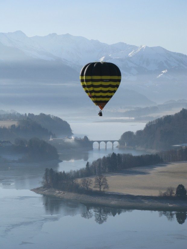 balloon over the lake